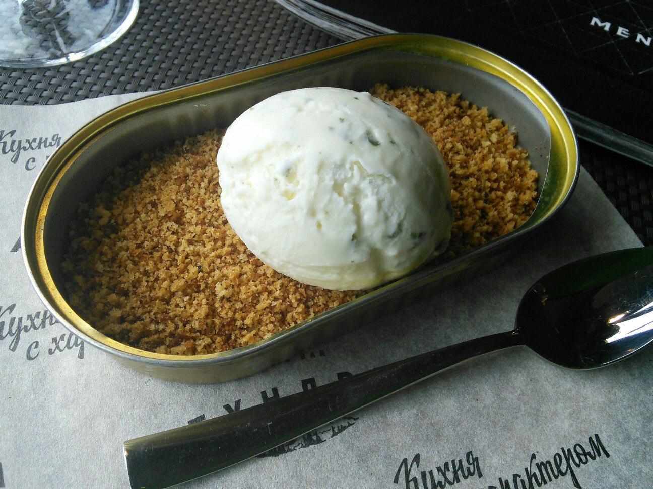 Мороженое с водорослями и подкопченной солью. Или, правильнее сказать, медовым бисквитом.
